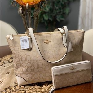Coach Handbag And Wallet Set